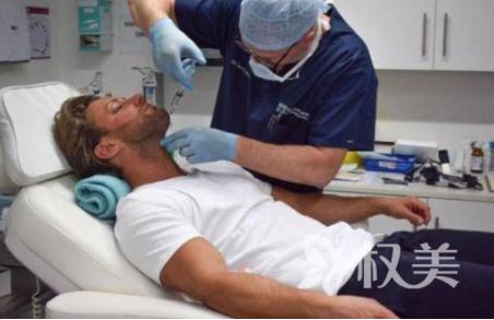 国外男子名叫Ricci Guarnaccio整容上瘾 疼痛后遗症导致难入眠