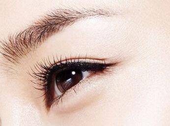 做完双眼皮怎么消肿快 洛阳华美整形医院埋线双眼皮多久能恢复