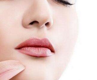 济宁韩美整形医院隆鼻手术费是多少 假体隆鼻有风险吗
