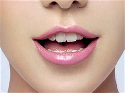 重庆曼格整形医院重唇整形要多少钱 会留疤吗