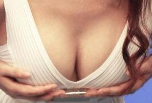 女生胸部下垂怎么办 义乌阳光整形医院可以矫正吗