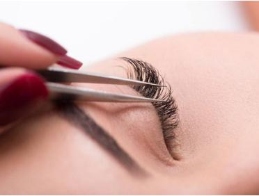 郑州华领医院植发地址在哪  睫毛种植能保持多久