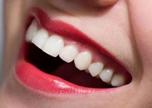 牙齿地包天是怎么产生的 广州广大口腔整形医院地包天矫正方法
