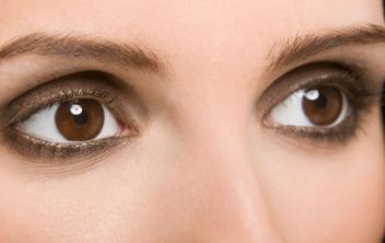 杭州艺星整形医院激光去眼袋恢复眼部健康与美丽