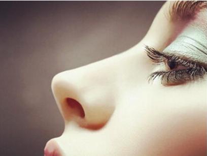 新疆整形医院做个隆鼻手术要多少钱 硅胶隆鼻见光死的原因
