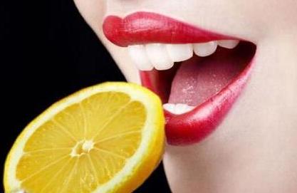牙齿美白的有效方法 上海牙齿贴面多少钱