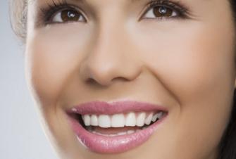 牙齿地包天有哪些危害 济宁市口腔医院牙齿地包天的矫正方法