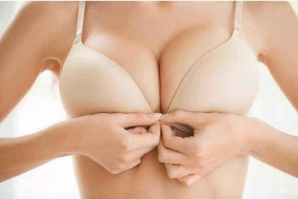 很担心隆胸效果太假 被老公嫌弃 上海假体隆胸的优势有哪些