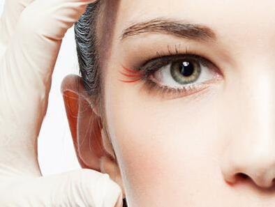如何去除眼角皱纹 成都春天整形医院激光祛鱼尾纹需要多少费用