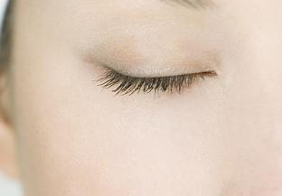 天生的上眼皮下垂怎么办 天津乐园整形医院眼睑矫正好吗
