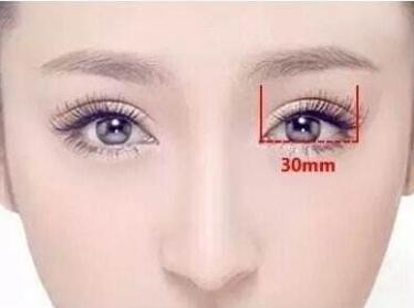 双眼皮整形医院哪家好 青岛艾美整形医院埋线双眼皮的优势有哪些