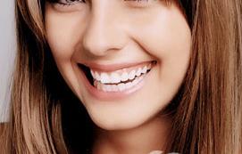 怎么美白牙齿 上海拜尔口腔整形科冷光美白牙齿重拾自信