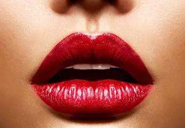 成都华人医联整形医院高亮玻尿酸丰唇 性感女人更自信
