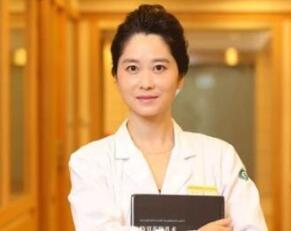 双眼皮专家排名 上海华美整形医院杨亚益做双眼皮翘睫更有神