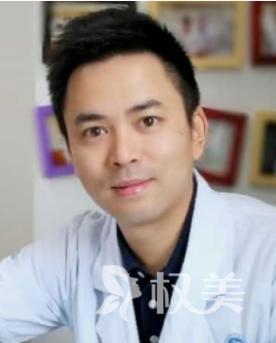 深圳北大医院整形外科何君君专家做假体隆胸 女神美胸季