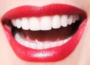 西安华艺医疗整形专家张育新口碑 烤瓷牙能维持多久