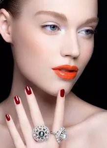 彩光嫩肤 长沙艺星医疗专家娄芳手法细腻 让肌肤光滑嫩