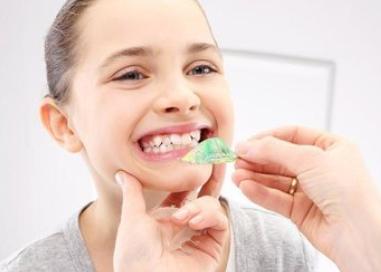 成都华美牙科口腔牙齿矫正有年龄限制吗 要多少钱