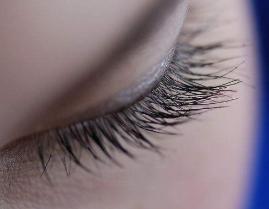 睫毛种植影响视力吗 听听上海的童靖植发专家这样分析