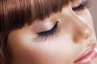 北京植发推荐 武警三院植发科刘静坤睫毛种植呈现天然美感