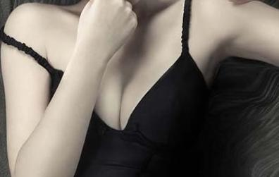 假体隆胸怎么做到看起来不假 广州紫馨整形冯传波 胸部整形口碑人物