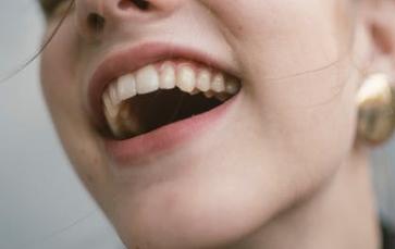 牙齿种植有怎么样的特点 种植牙齿价格一般多少钱