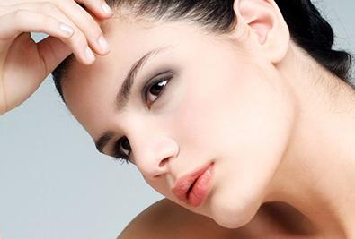 假体垫下巴有哪些材料呢 取出假体皮肤会松弛吗