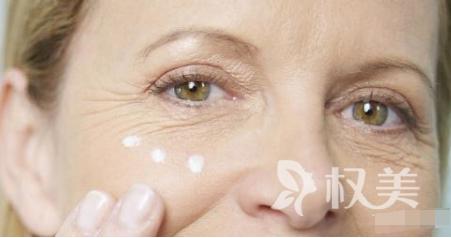 眼部皱纹多怎么办 广州荔湾区肤康皮肤科除皱利用脉冲二氧化碳激光